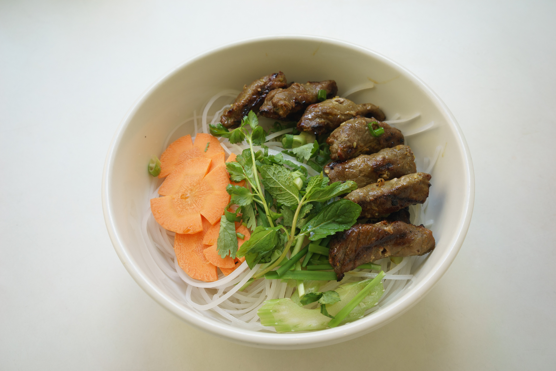 Grilled beef with clear rice noodle