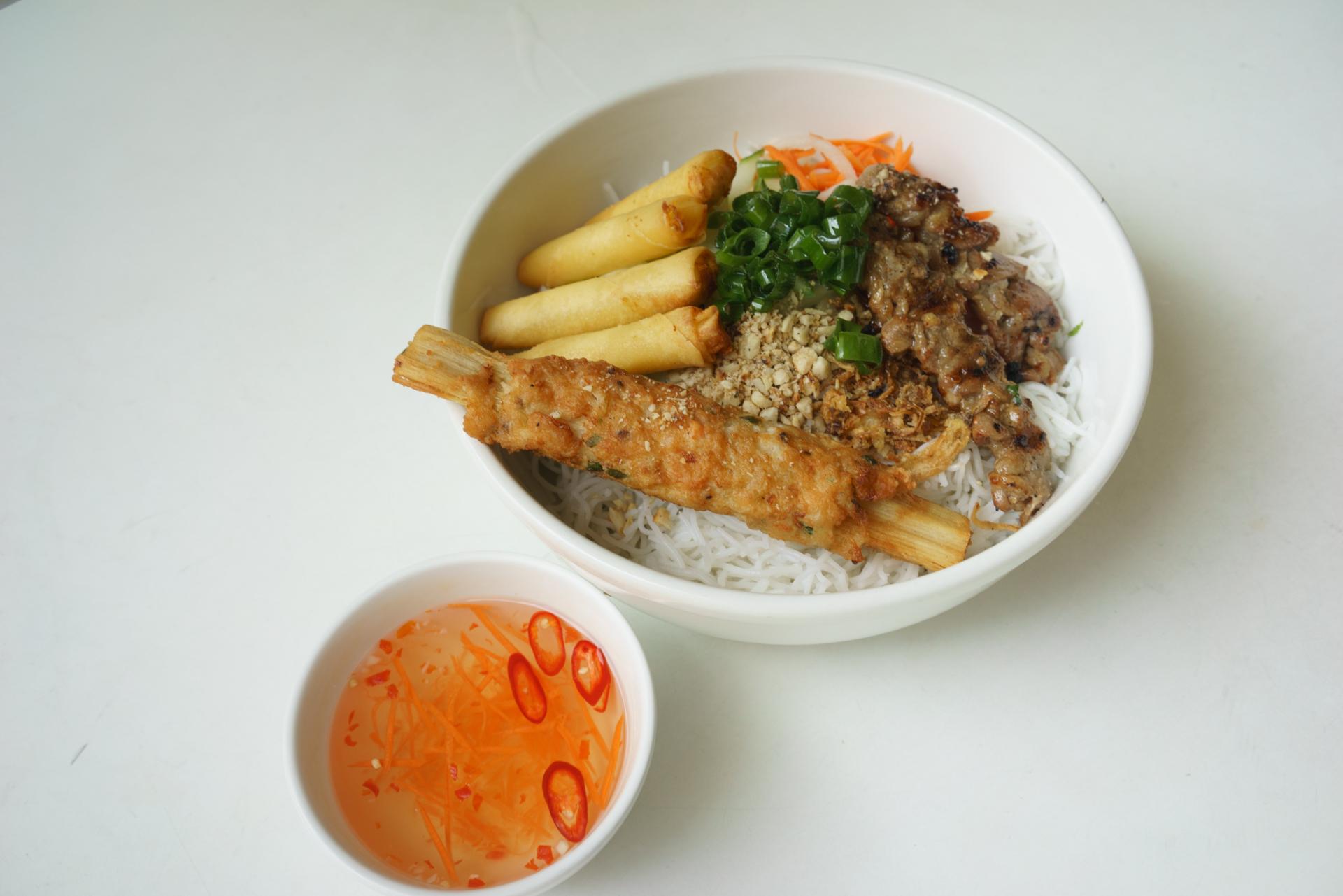 Tasting bowl with vermicelli ~ bun dac biet