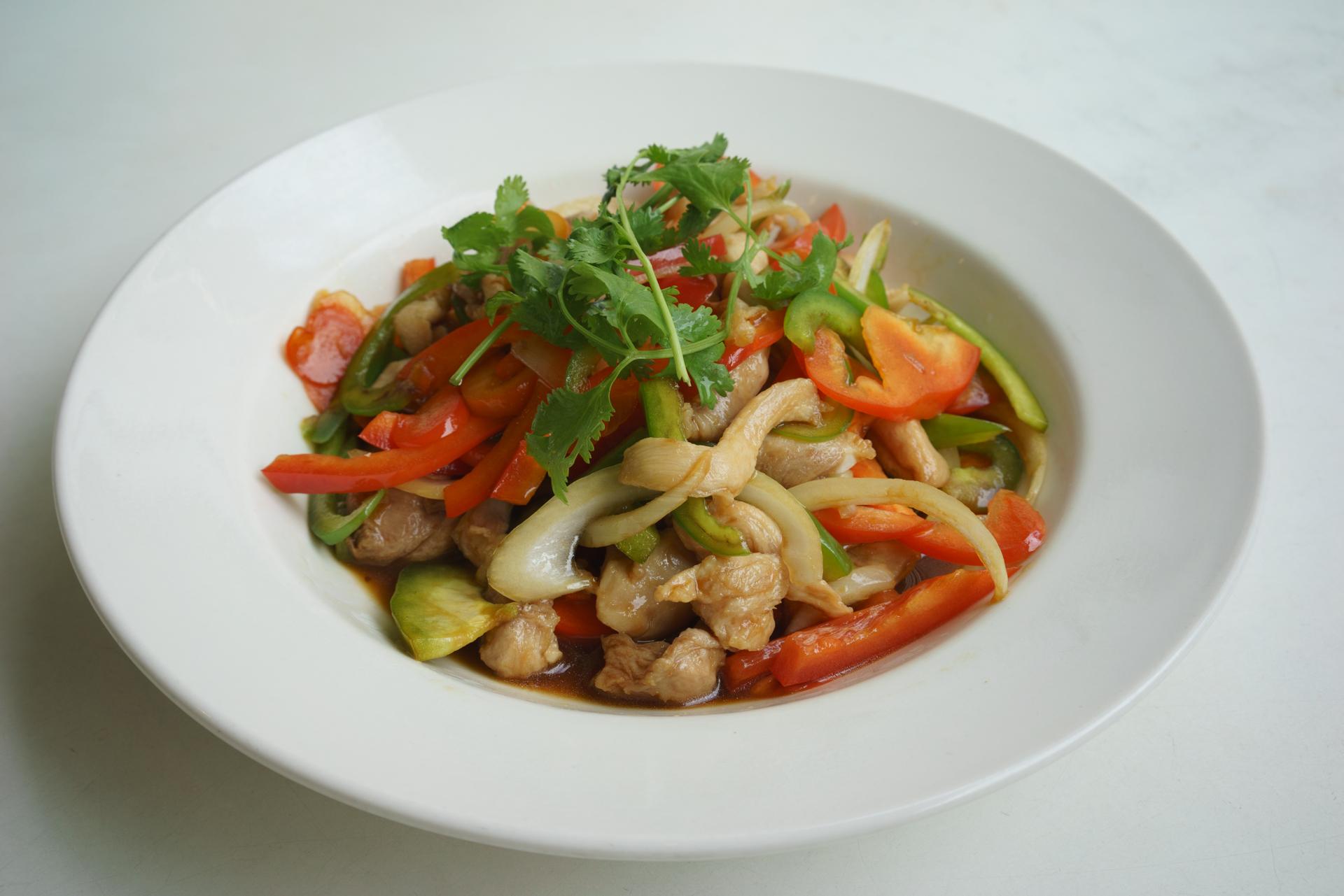 chicken stir fried with lemongrass ~ ga, bo xao xa ot