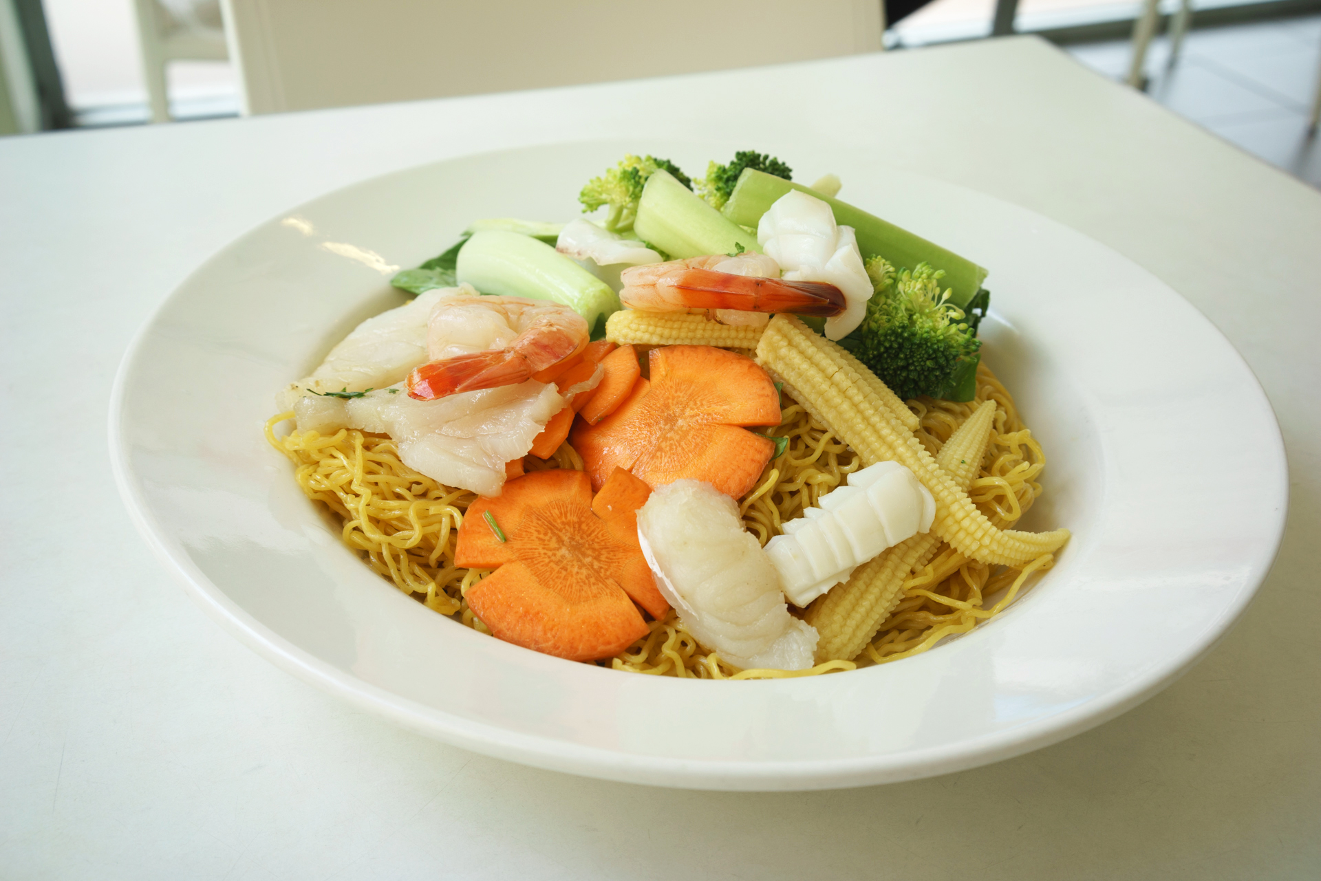seafood stir fried crispy egg noodles ~ mi xao gion do bien