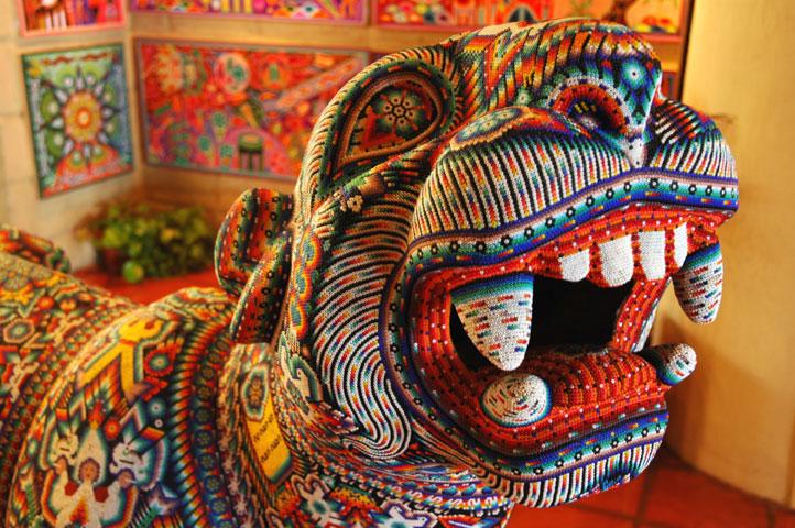 Jaguar_beaded_Huichol_art.jpg