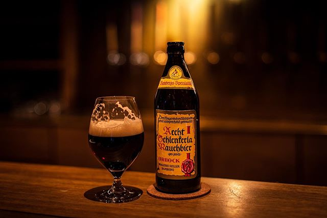It's been cold here lately. So after work, on the bike ride home, we ducked into @barrcph to escape the chill for a bit with this @schlenkerla1405 Urbock. Perhaps less common than their Märzen, this one exhibits the same characteristic smokiness, only delivered in a slightly bigger beer. Delicious, warming stuff.