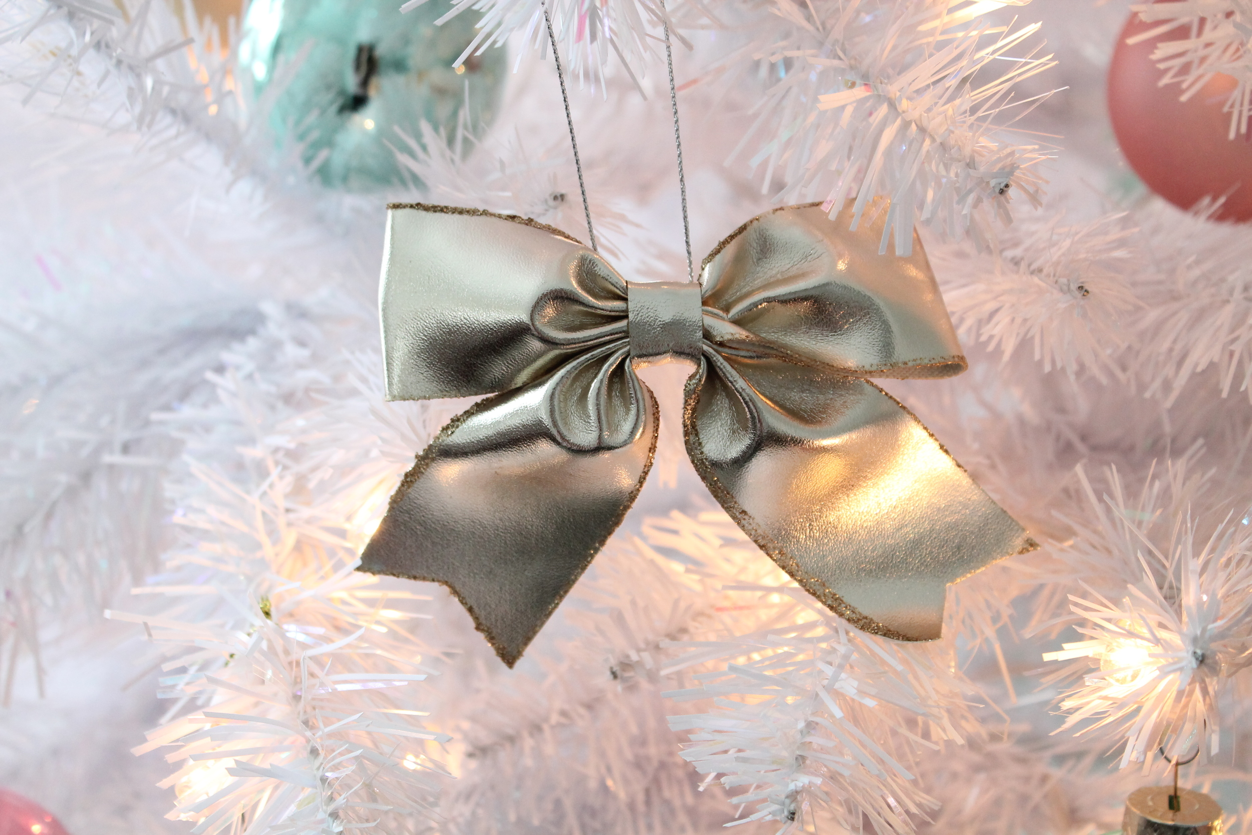 White Christmas Tree with Gold Bows