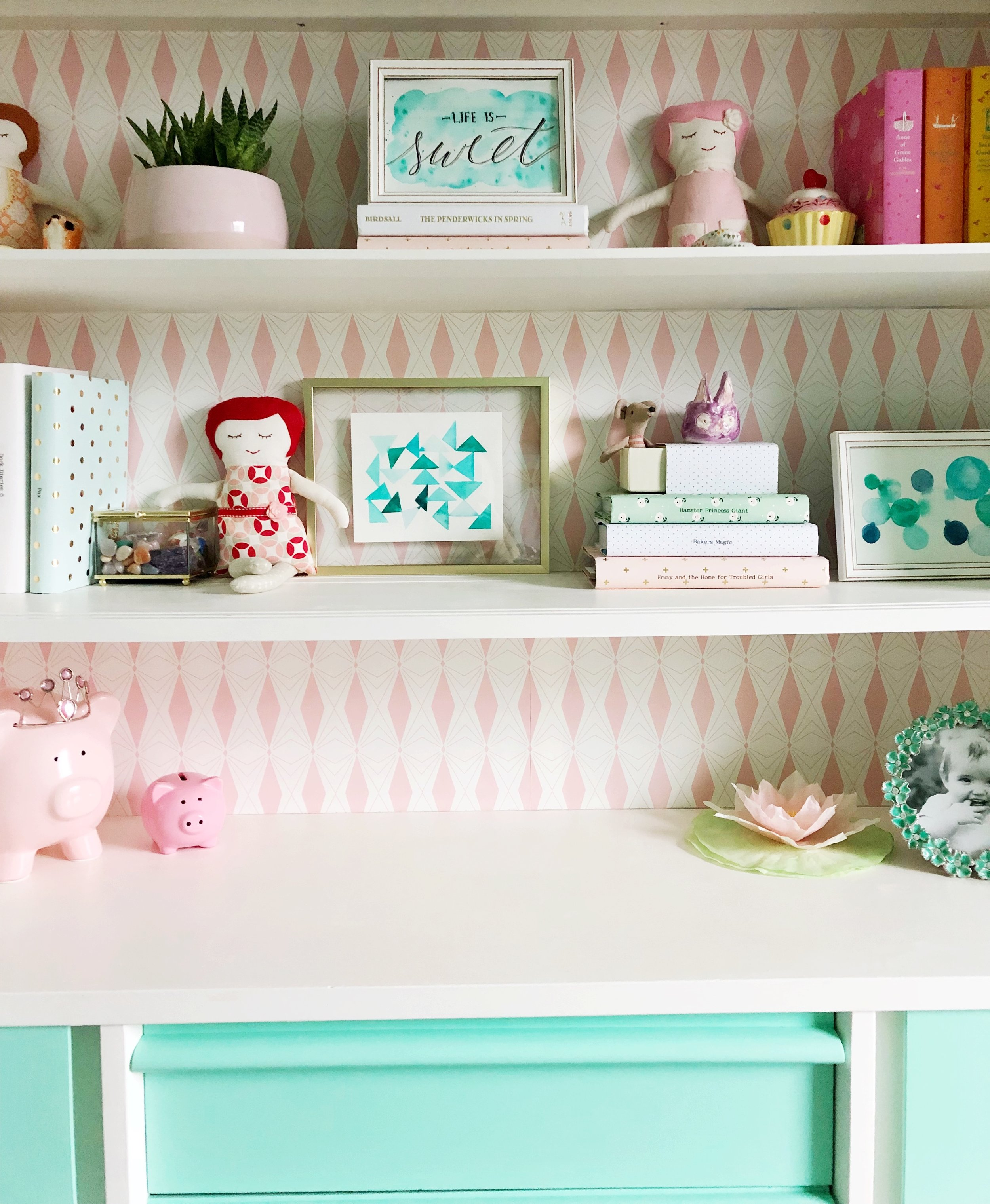 Mid Century Hutch makeover. Pink and Mint.