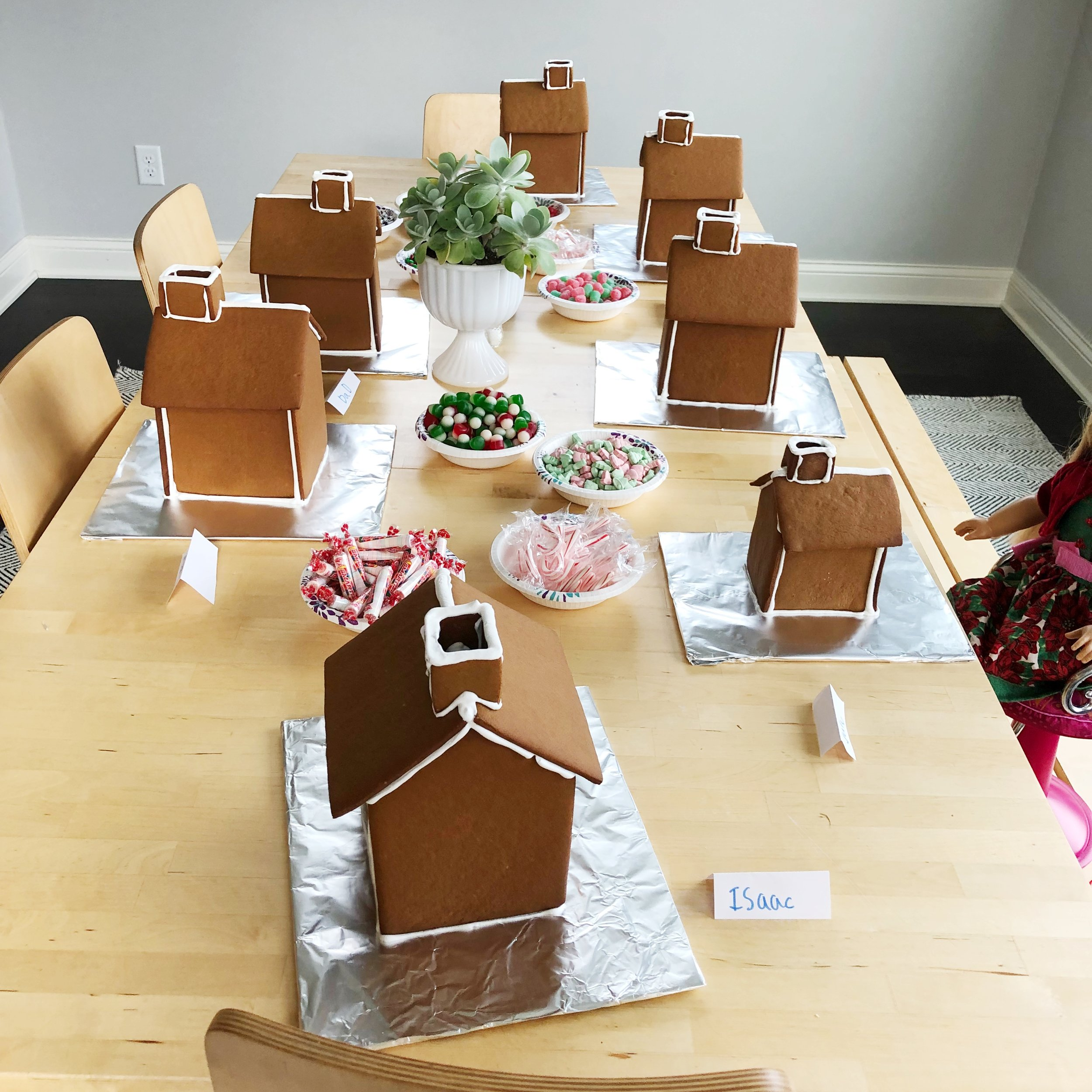 Making gingerbread houses from scratch. Free recipe and template.