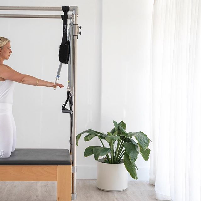 Pilates 〰️ co-ordination and control stems from technique and precision. It is more than just being on a reformer and working up a sweat. Pilates is about moving with intention — technique, and being mindful of its execution — precision.  It is true learning the sequence and co-ordination of each exercise is part of Pilates, but it is in the detail that one learns to work from the correct muscles to change the body. This is why Pilates is not simply aerobic but an exercise methodology. . . . . . Photo @aimeelipscombe. . . #pilates #contrology #movement #mindful #posture #technique #pilatesreformer #pilateslovers