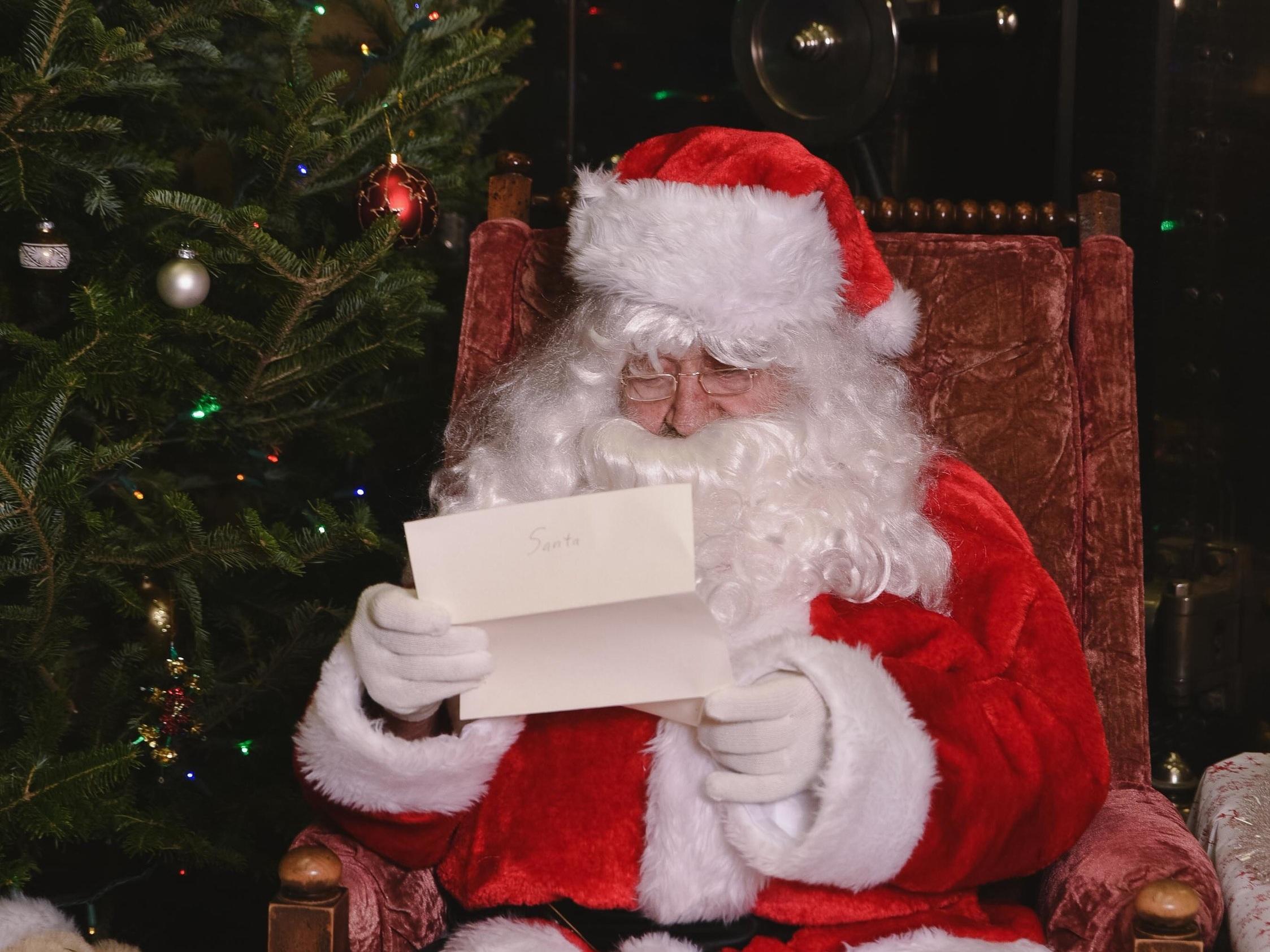 034+-+2018+Santa+-+Farmer%27s+State+Bank+of+Hamel.jpg
