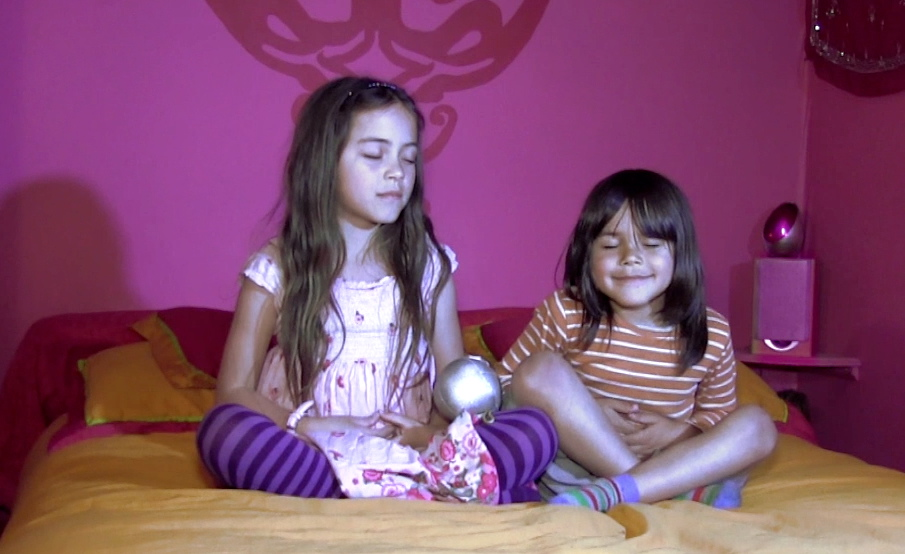 At home Zaiya teaches Ryuho how to use his Peace Button.