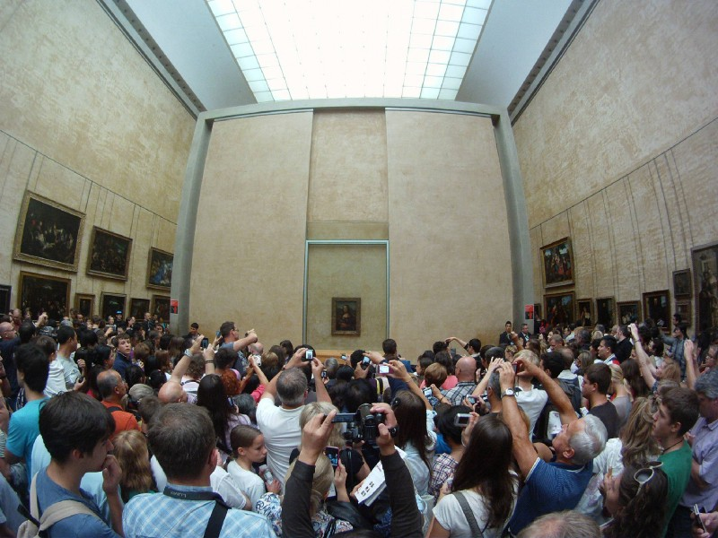 The Way-Too-Crowded Mona Lisa