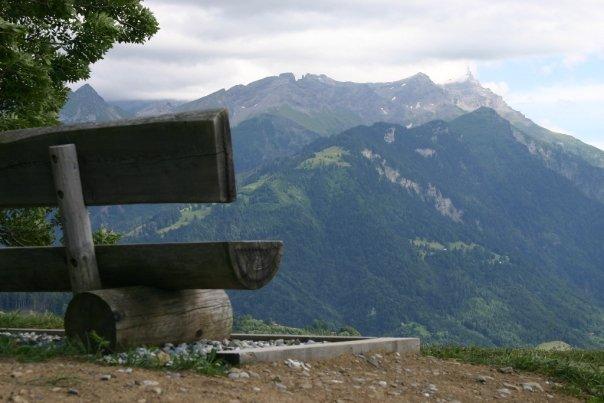de(tales): bench
