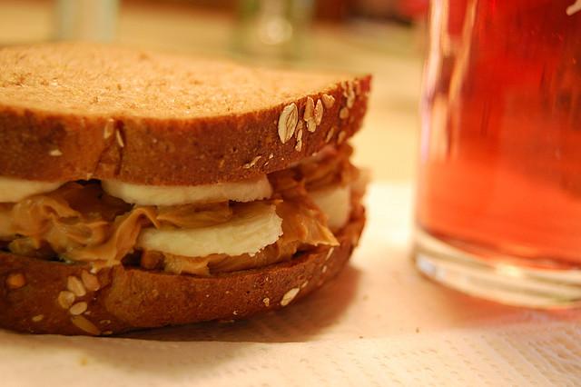 de(tales): peanut butter and banana sandwich