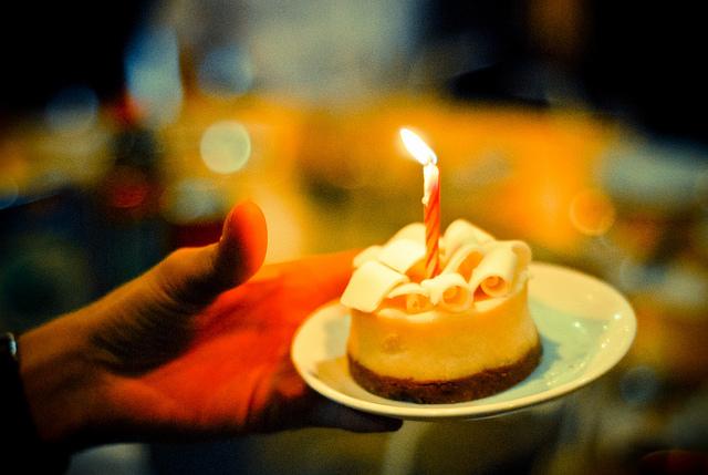 de(tales): birthday cake