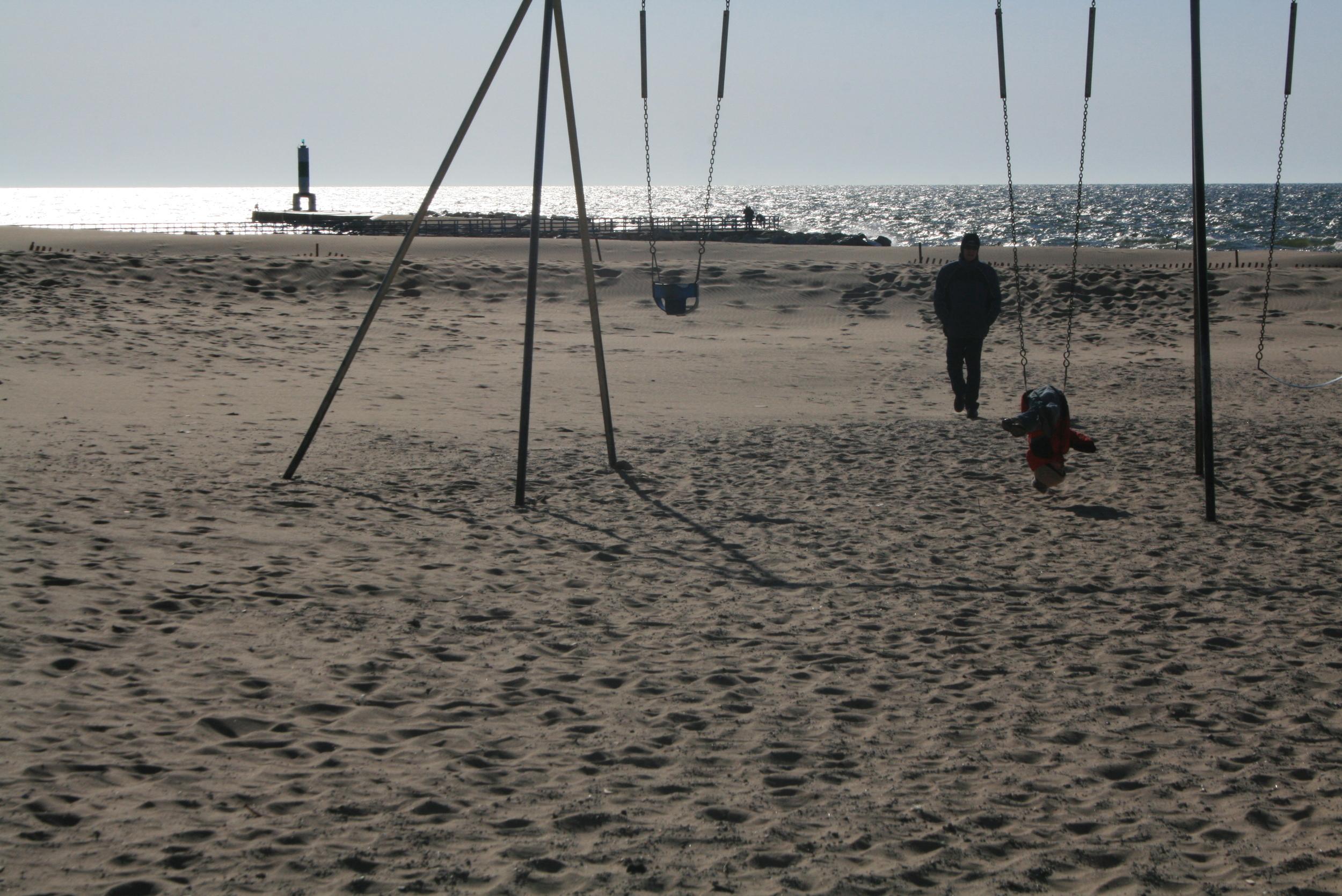 de(tales): swinging