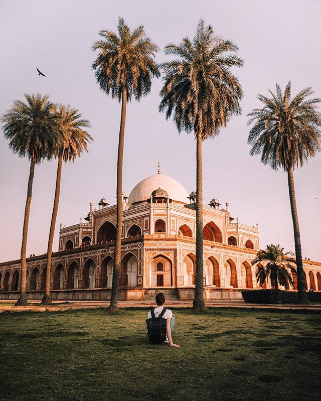 Indian Wonders 🇮🇳 I've been in India for barely 3 days and it's been absolutely hectic, a huge culture shock and a great time so far! We visited this place, Humayan's tomb, in Delhi on the first day 🌴 I've been taking a bunch of different genres of photos and experimenting quite a bit 📷 I'll be sharing them in a later series. For now this is 1/3 of the wonders of India 🕌