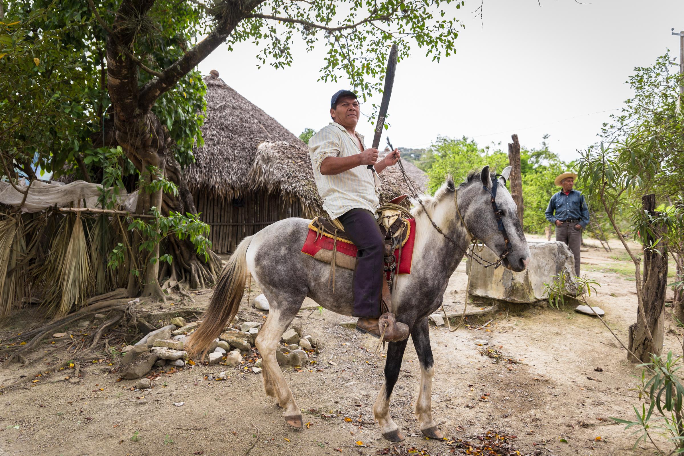 En las faldas de la Sierra Pila, habita la etnia Teenek, únicos de la zona que mantienen sus costumbres y características ancestrales, como sus casas con paredes de otate - bambú regional - , cubiertas con barro y su techo de palma en forma de cono.