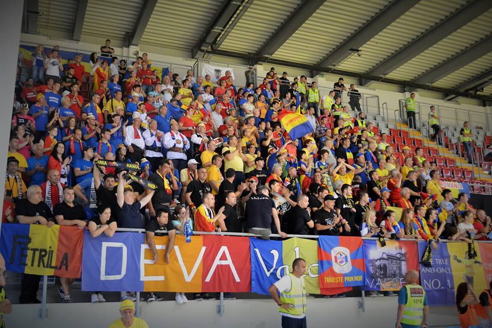 Romanian fans in Kraljevo, for the Serbia v Romania match. Foto: Facebook / Angela Ciuciulin Pop