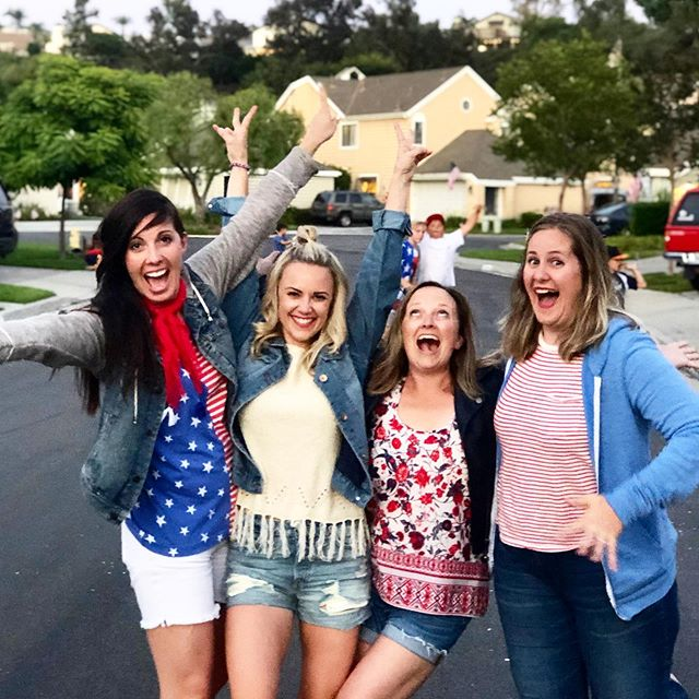 GIRL GANG . *immediately after this @courttoney's hair got stuck in renae's jacket button but we all made it out alive* 🎇 #merica 🇺🇸🎉✨