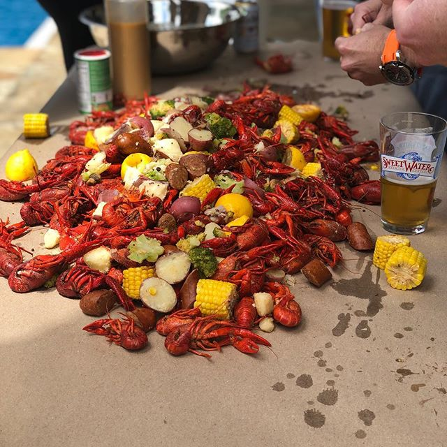 Craw daddy time is a favorite time of ours! . . . . #crawfishboil  #privatechef #privatechefaustin #privatechefatx #dinnerpartyatx #dinnerpartypro #personalchefaustin #atxpersonalchef #atxdining #privateevent #privateparty #privatecheflife #gatherandforge #gathertogether #austinluxury #luxuryatx #luxuryhomes #luxurydinner #supperclubatx #secretsupper #supperclubaustin #austinsupperclub #plating #austintexas #atx #austinbacheloretteparty #personalchef #privatedining #athomechef