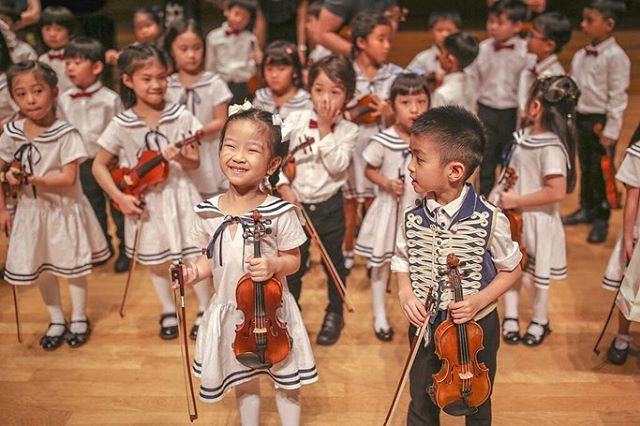 A big smile from one of our adorable twinkle stars. The youngest performer in our concert was just 4! . . . . . #mozartcomestosingapore #wolfgangviolin #talentedkids #littleviolinists #violin #cutekids