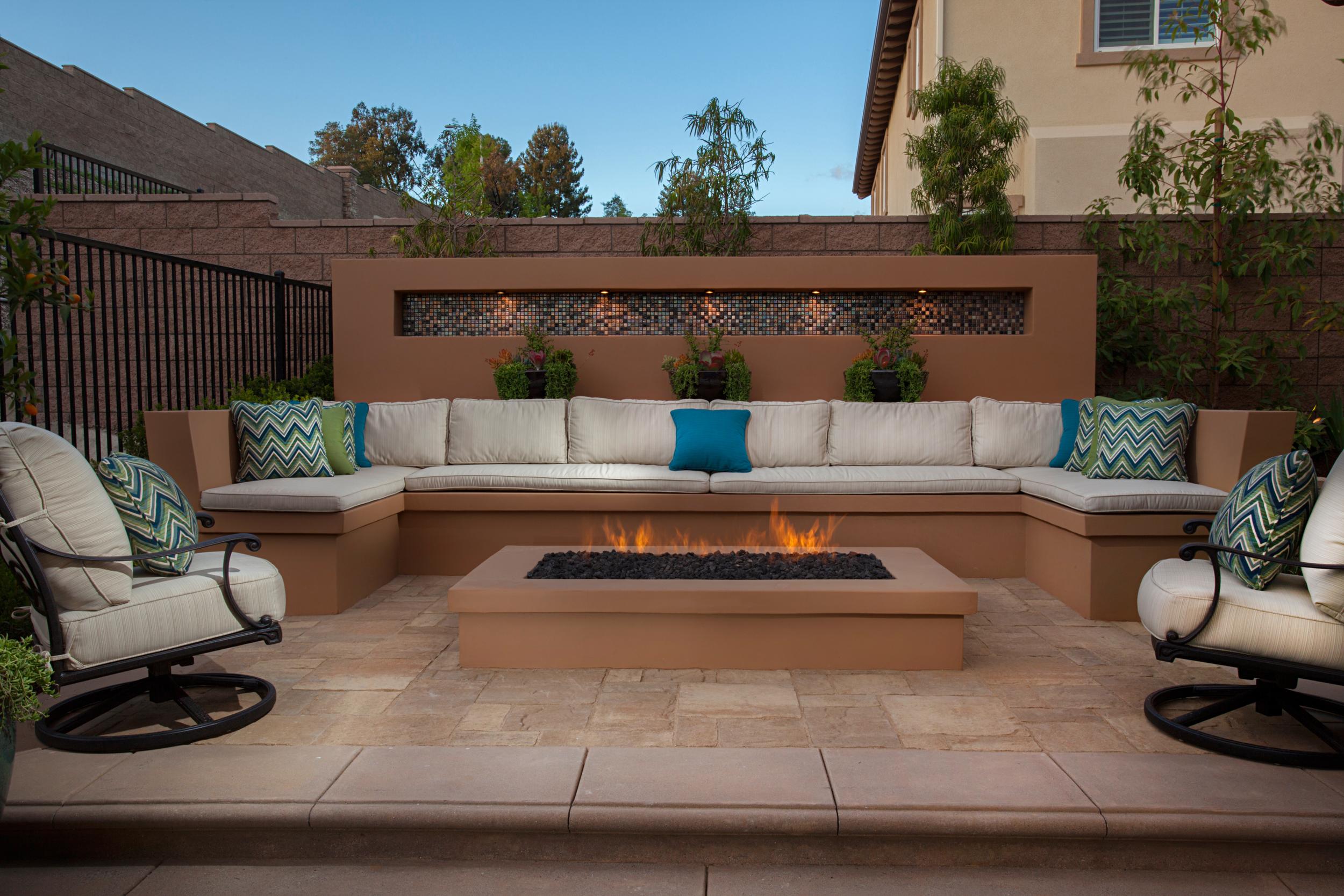 IMG_4155 outdoor patio.jpg