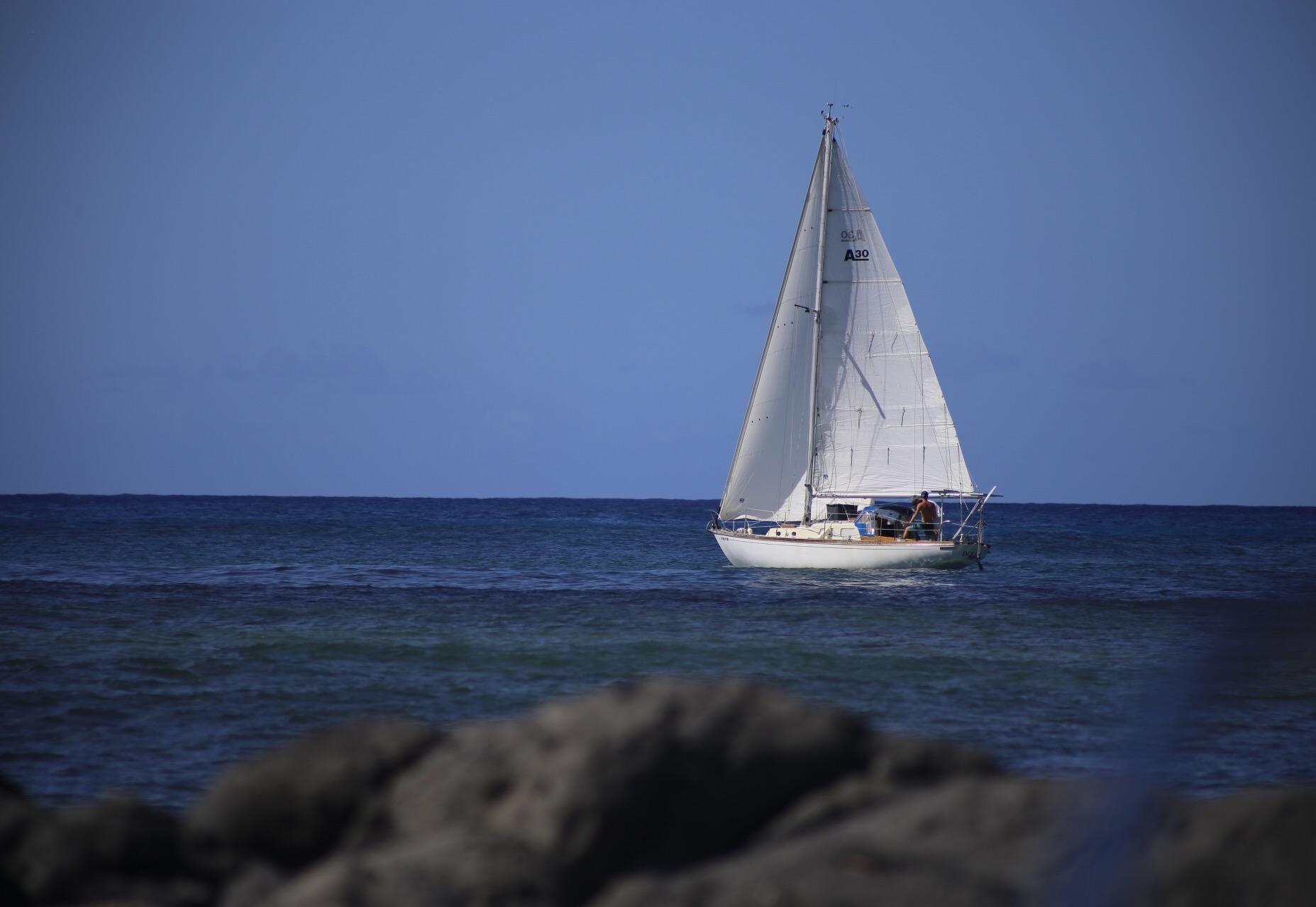 Sailing solo away fron Hawaii. www.routesofchange.org.JPG