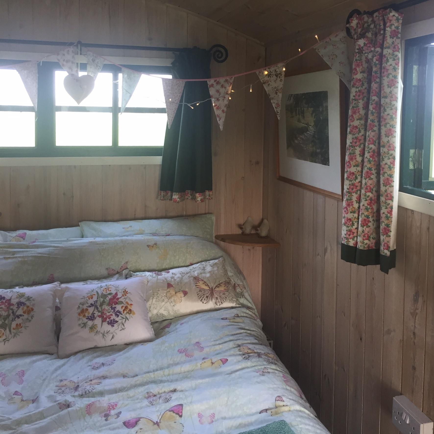 Rachel Redlaw shepherds hut