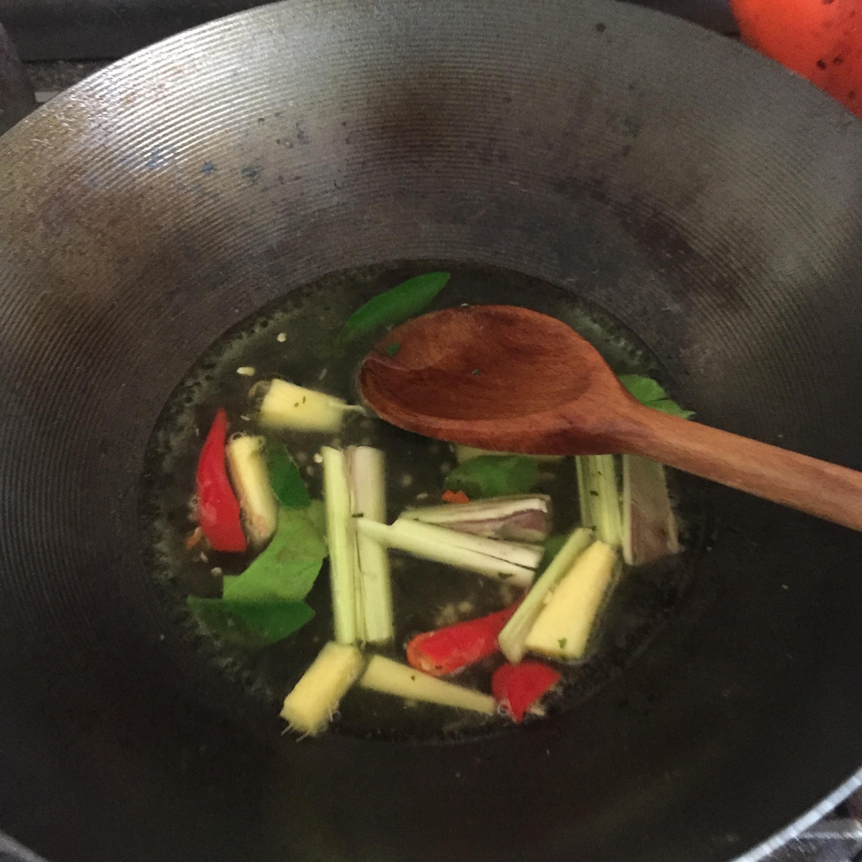 Rachel Redlaw tom yum goong noodle