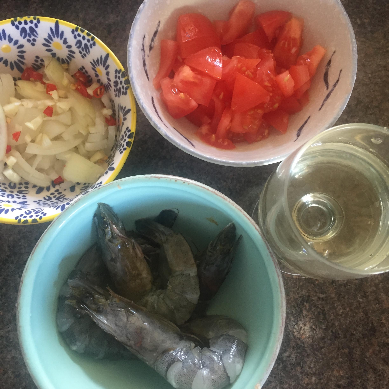 Prawn tomato rocket pasta Rachel Redlaw