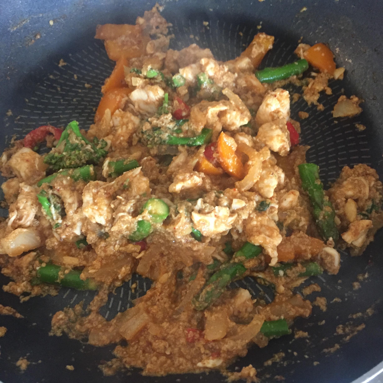 Rachel Redlaw gai pad pong karee - chicken stir fry curry
