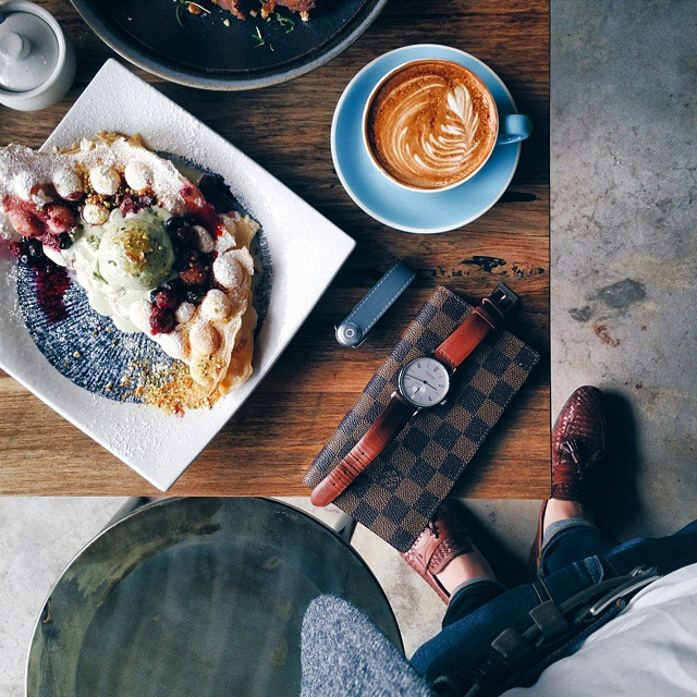 Two of the first things I grab when I'm back in the motherland. Missing HK 雞蛋仔 @thebabasus . Coffee by #brewhousecoffeebendigo • White tiled & reclaimed timber interior • Lightfilled space • Open kitchen • Suburban gem . TAG a friend who ♡'s HK egg waffles .