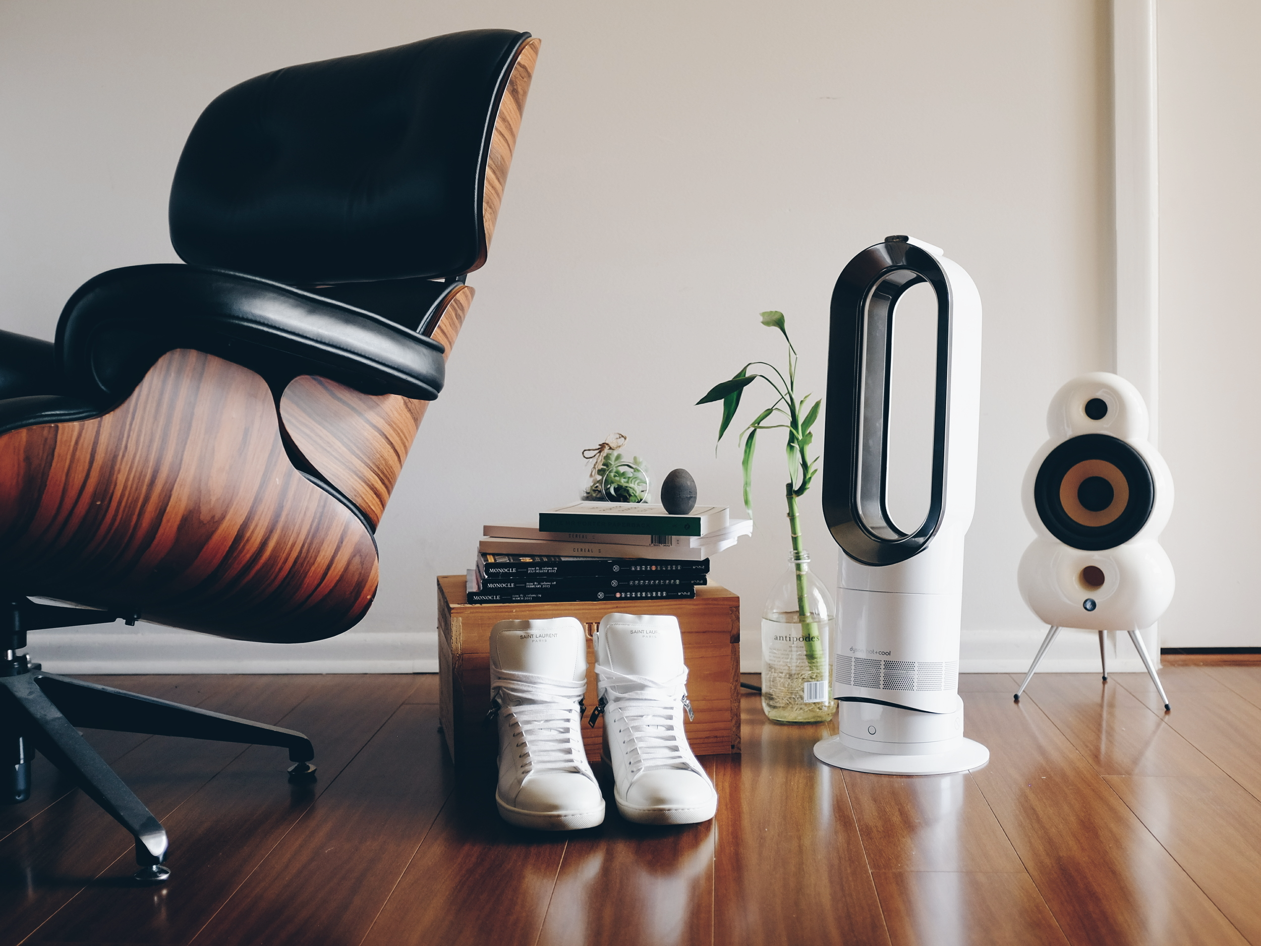 Effortlessly cool - The Dyson AM-09.