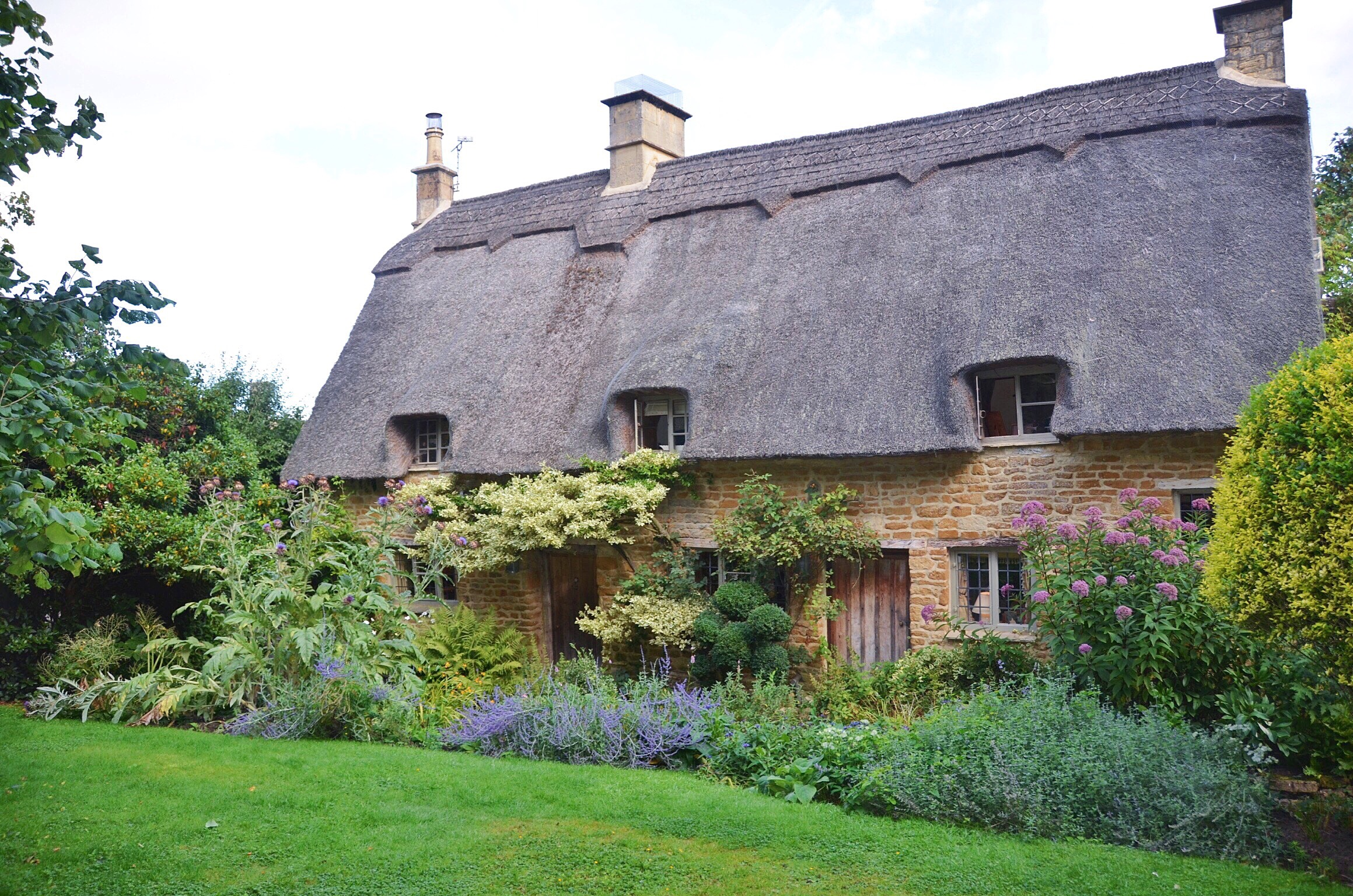 secret_cottage_tour_cotswolds