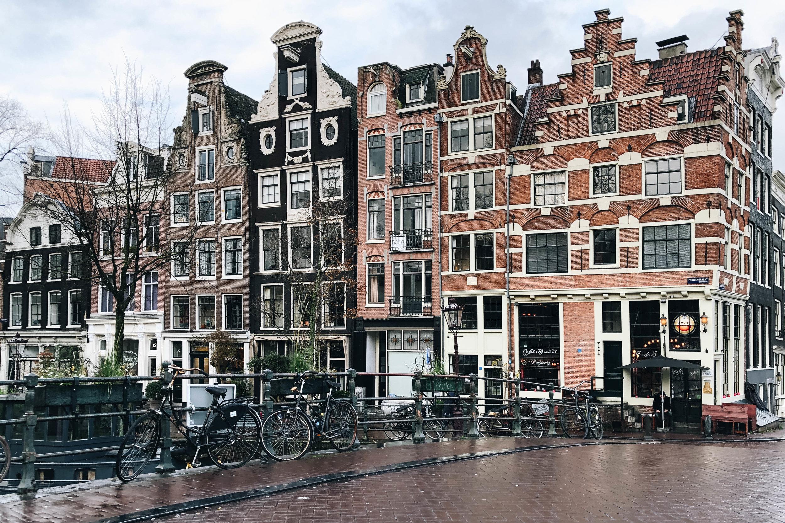 Amsterdam canal2.jpg