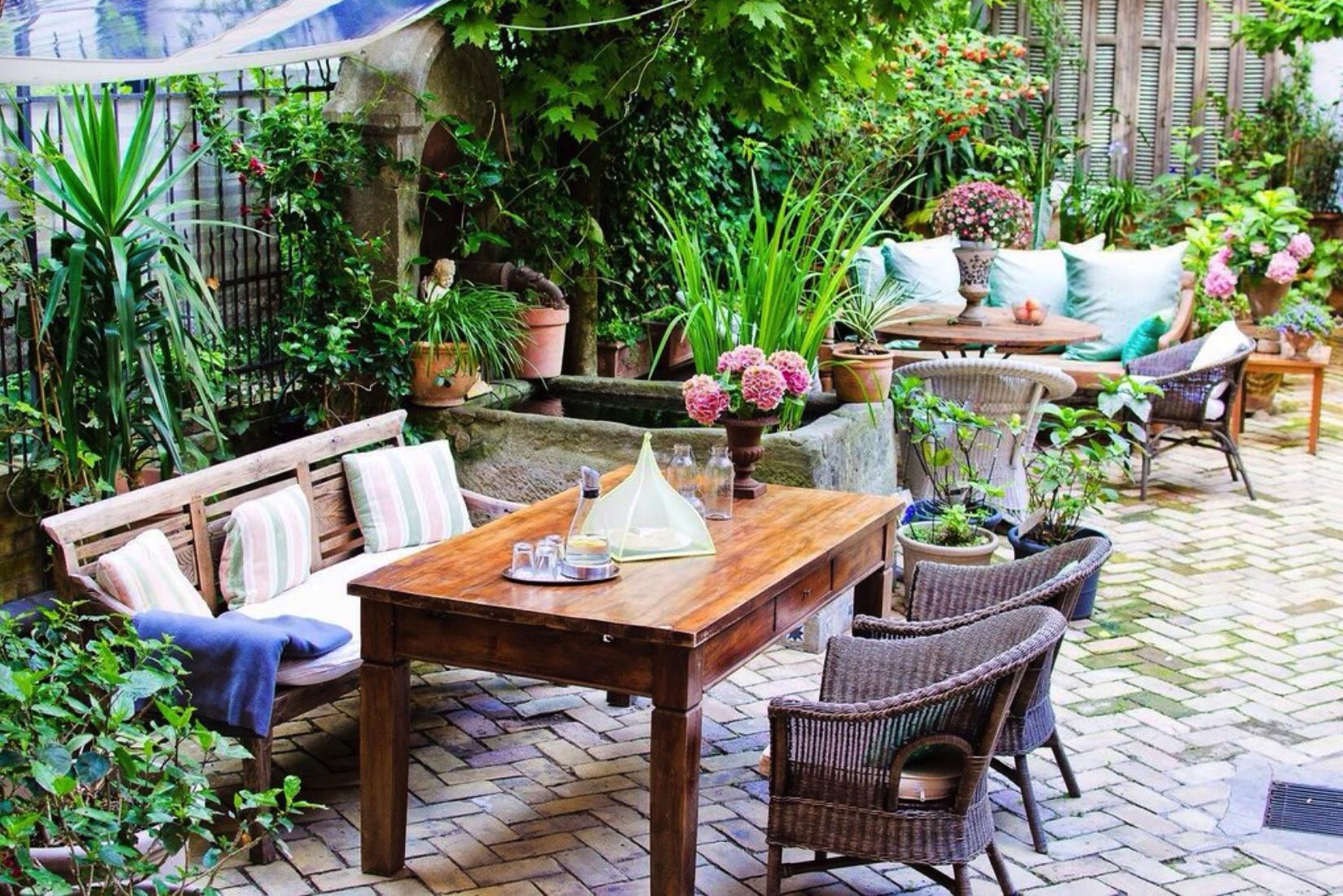 Courtyard Garden - Photo Courtesy of Ackselhaus