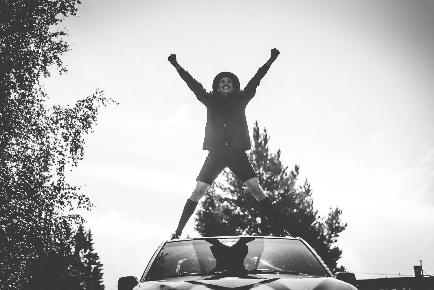 groom on top of the car, x-jump