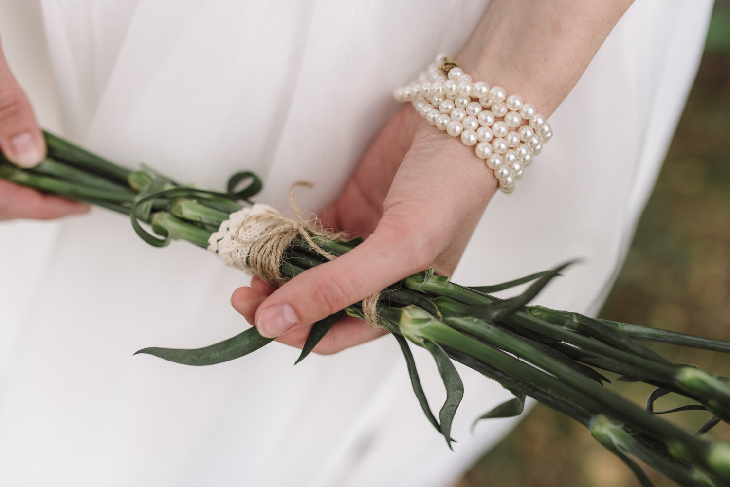 bride bracelet and bouquet