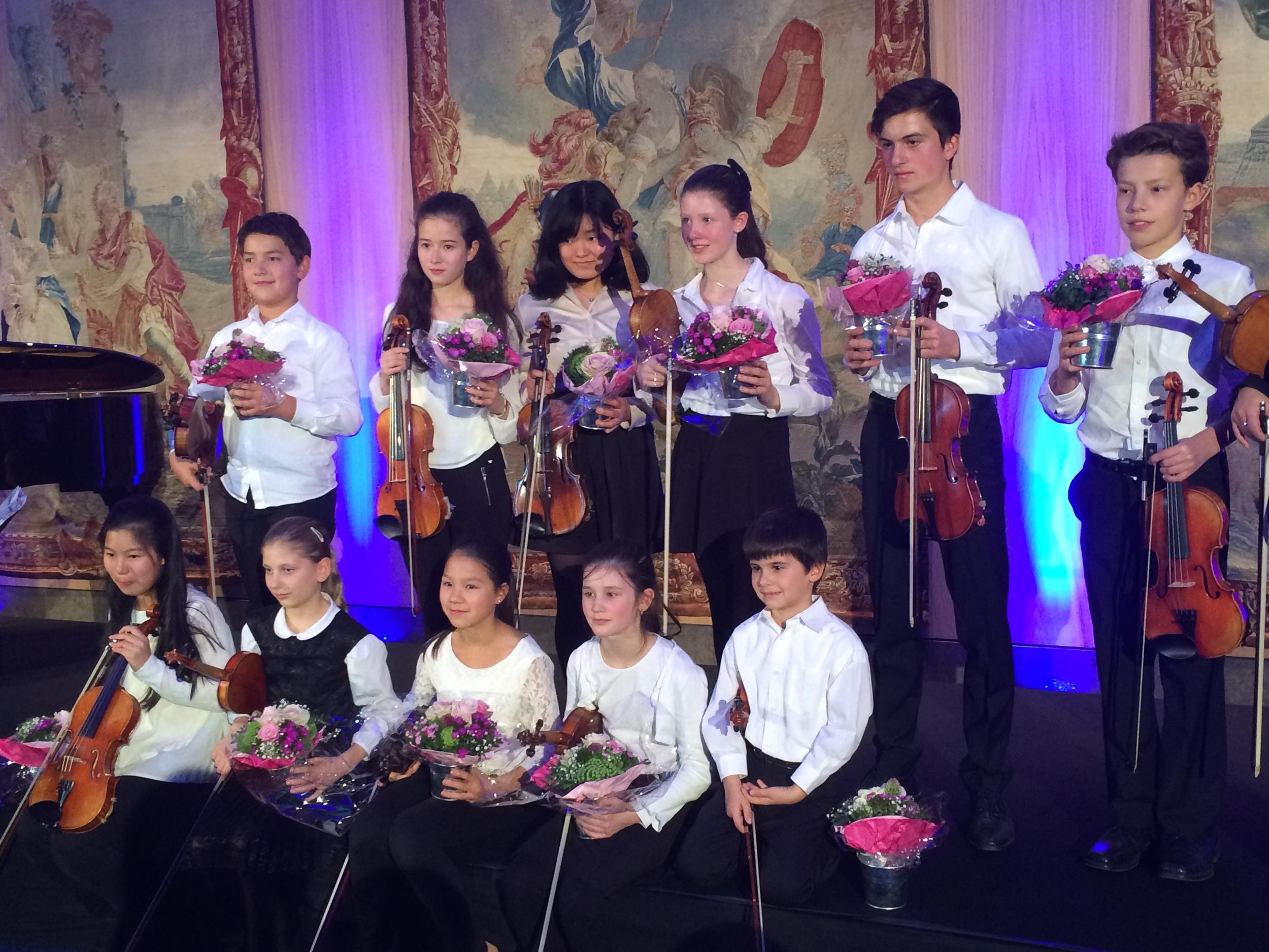 8.Nov 2015 : Schüler und Schülerinnen der Suzuki-Method Schule