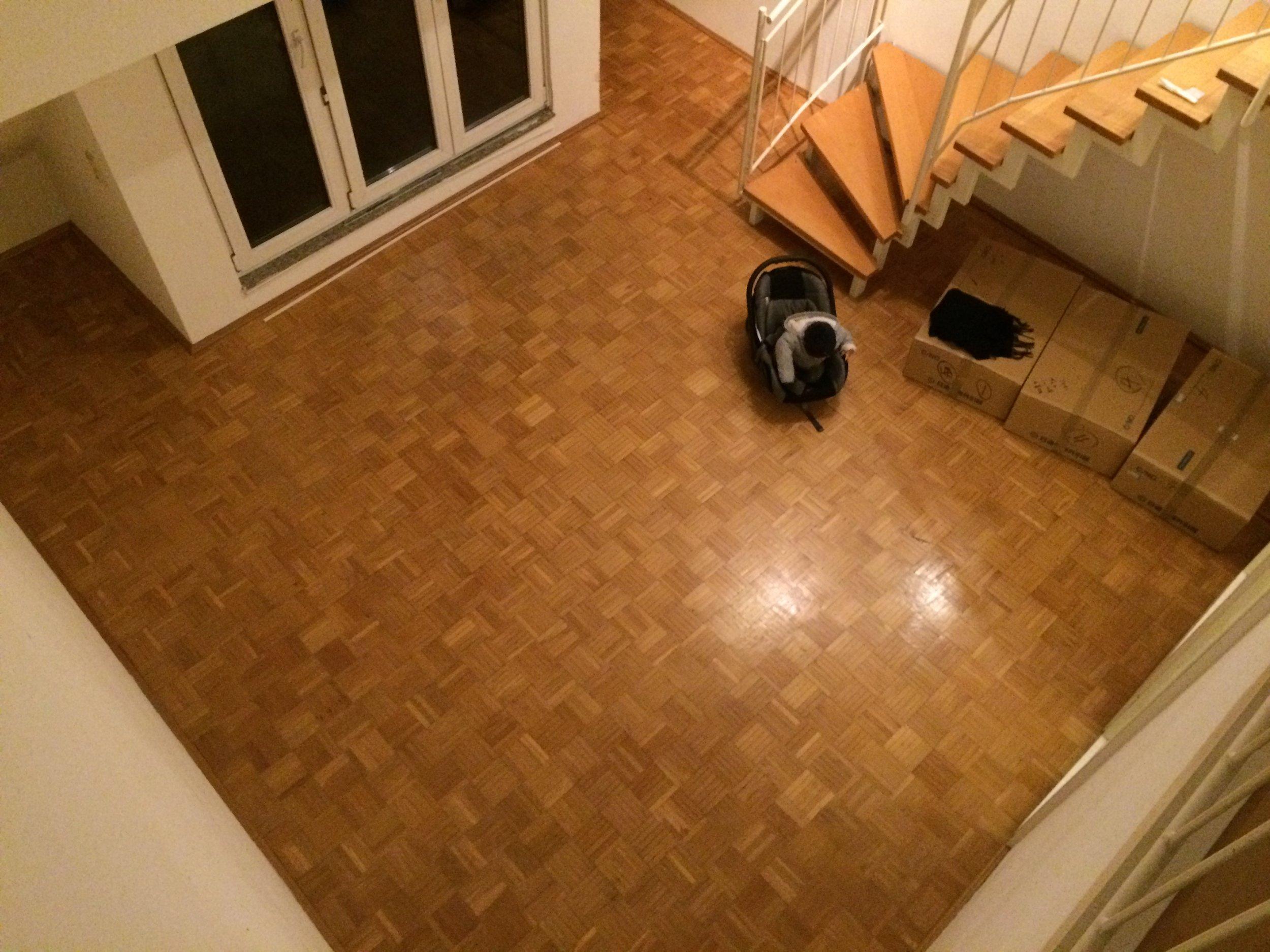 新居のリビング。メゾネット部からの撮影。 Unser neues Wohnzimmer - nicht zu groß, nicht zu klein.