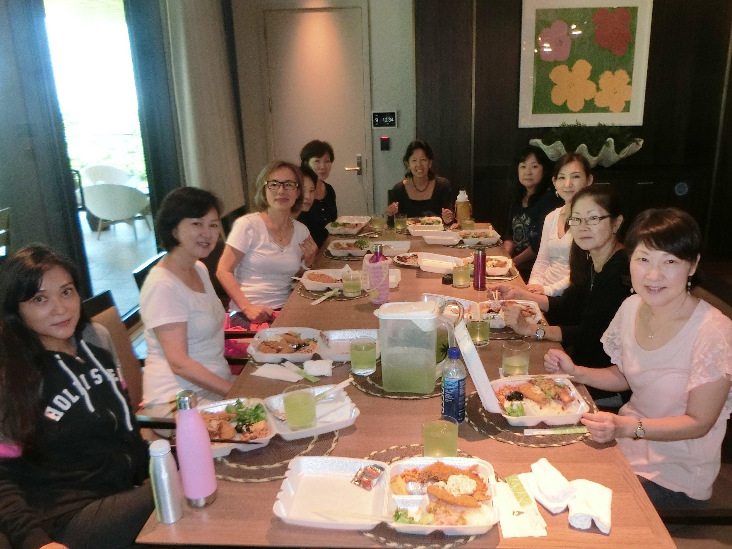 ワークショップ後の昼食会 写真1