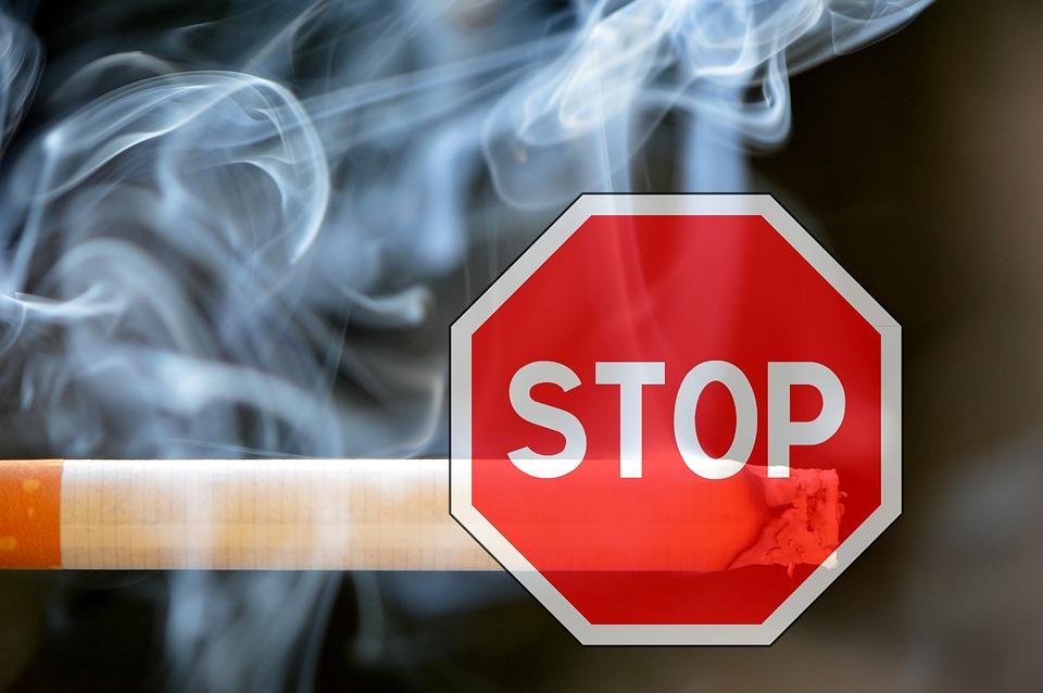 smoking-1111975_960_720.jpg