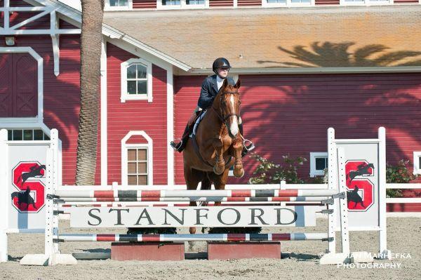 大学時代乗馬を練習するレイチェルさん