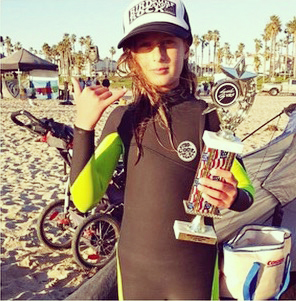 Hannah Dunfee taking home another trophy from a final of a Soul Surf event!