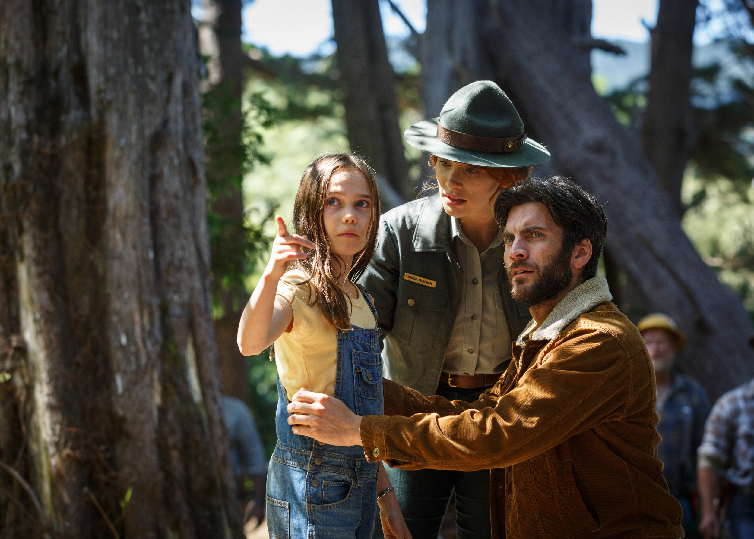 Park Ranger Grace (Howard), her fiancé Jack (Bentley) and his daughter Natalie (Laurence) find Pete in the forest.
