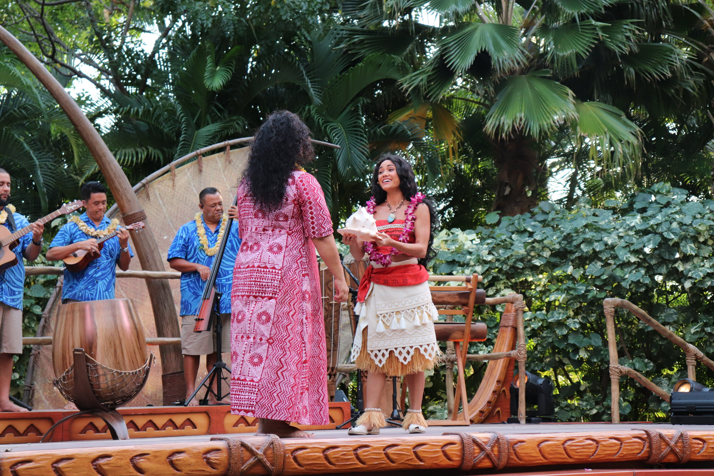 Moana welcoming Aunty and everyone to the Luau.