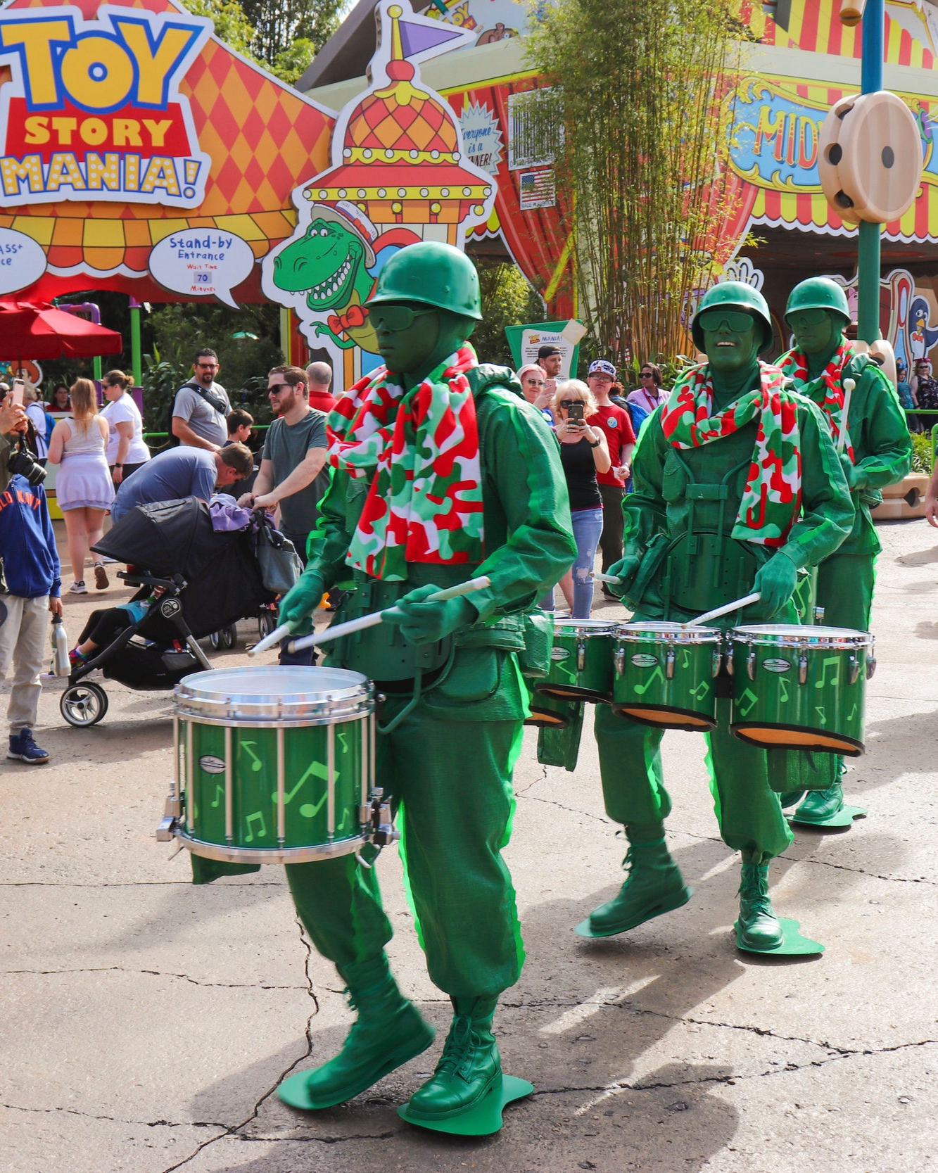 toy_story_land_soldier_parade_1.jpg