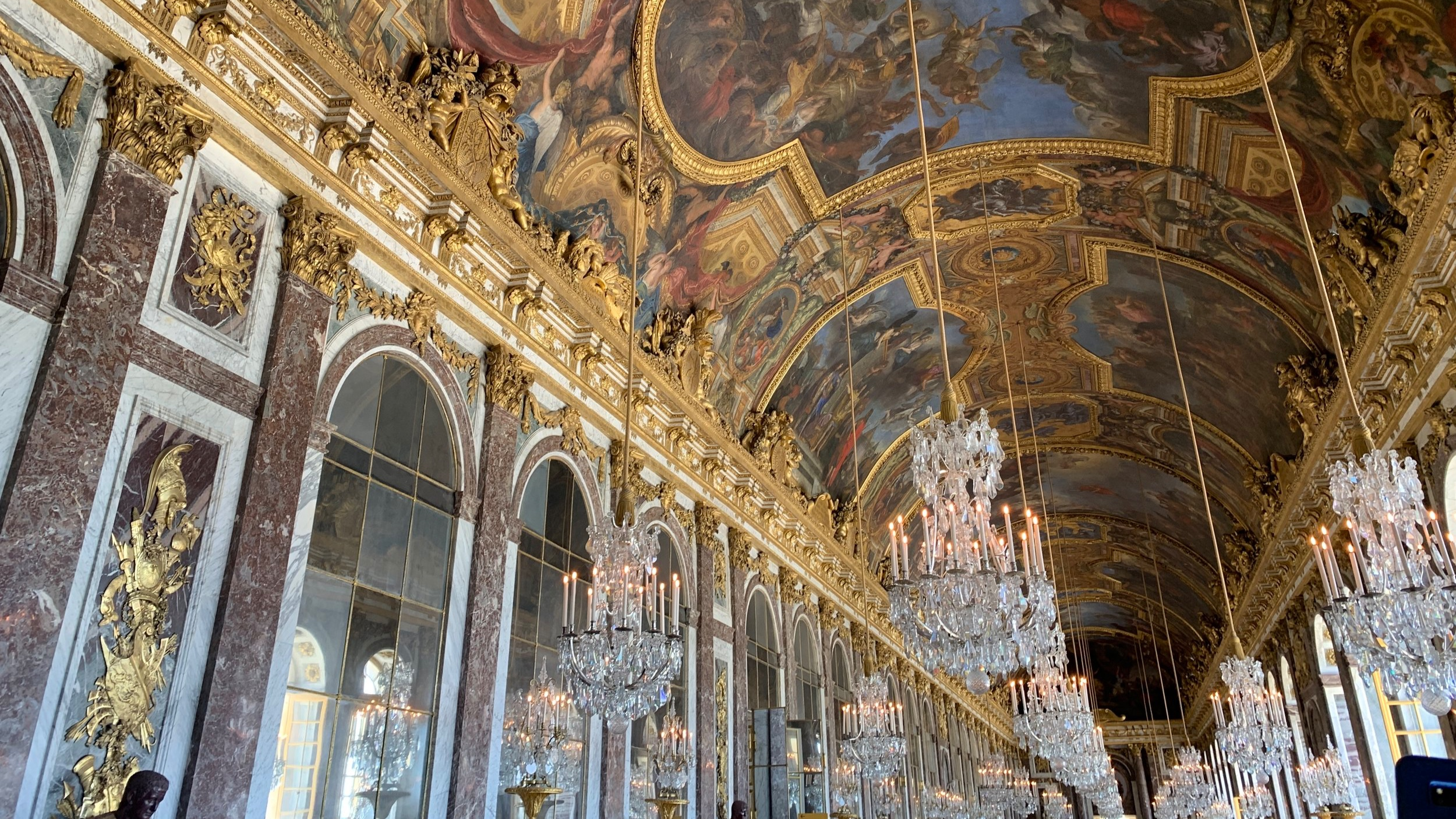 The famous hall of mirrors.