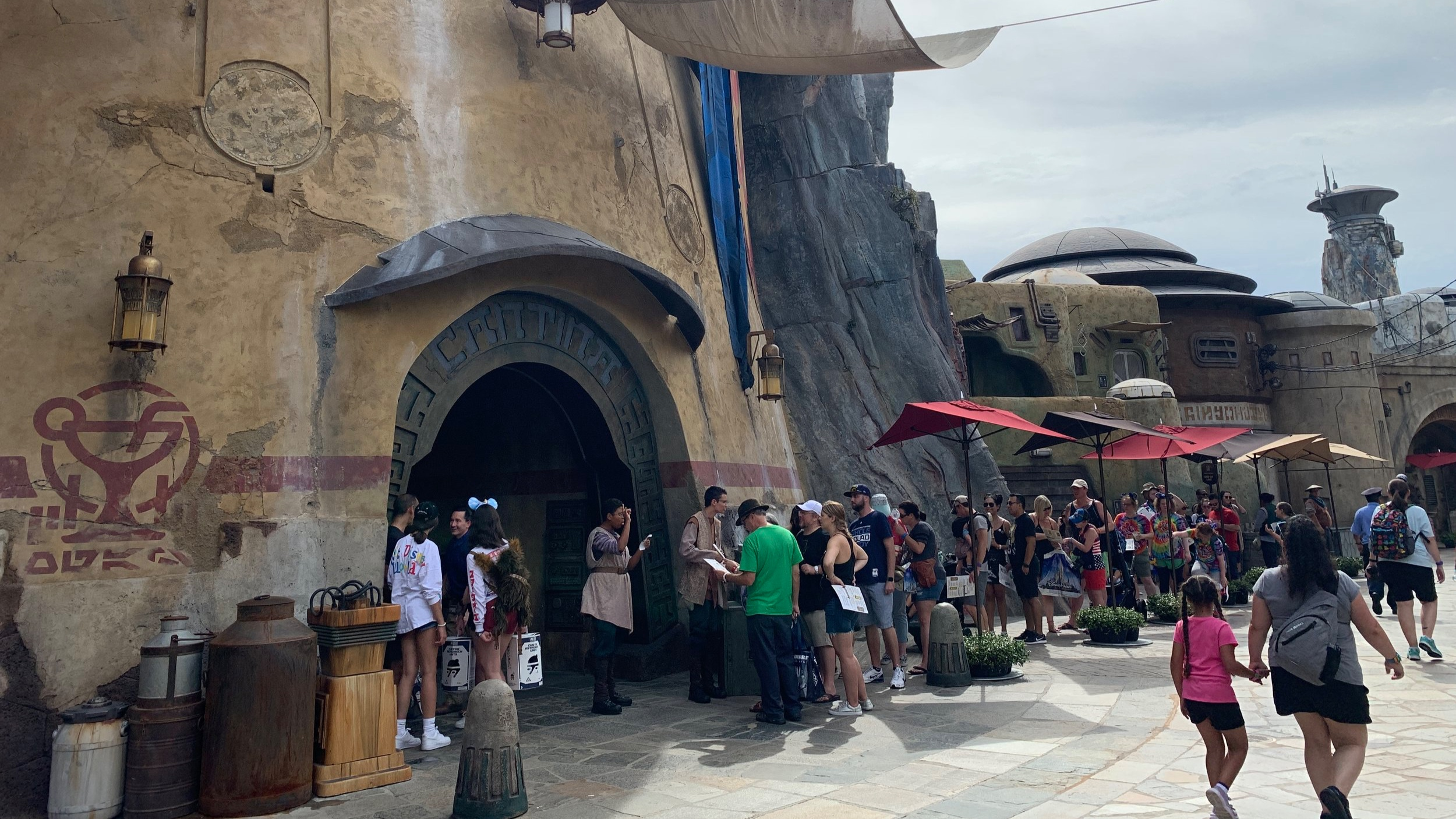 The line to get in at Oga's Cantina.