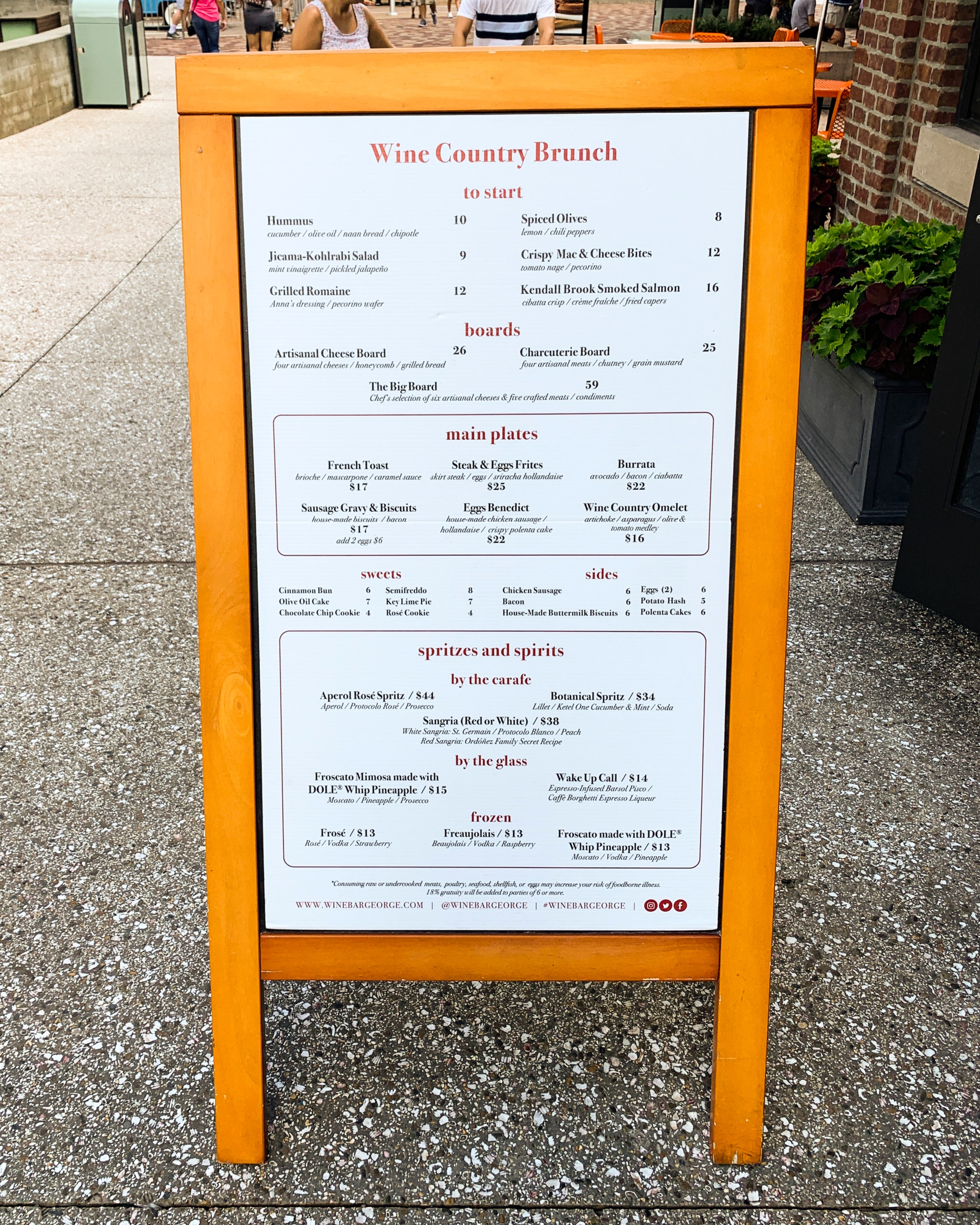A view of the whole brunch menu.