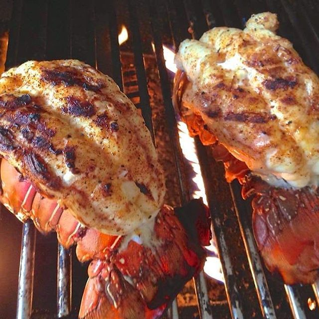 Select photo from today's #seafoodsunday thread over in sour Facebook group.  Can it get much better than flame kissed lobster?? Entry comes from our good friend Jed Thompson!  Come join the fun! Link to the group in out profile!  #Seafood #BBQ #Facebook #bbqpitmastersnovicetoexpert #Grill #LiveFlame #Hungry
