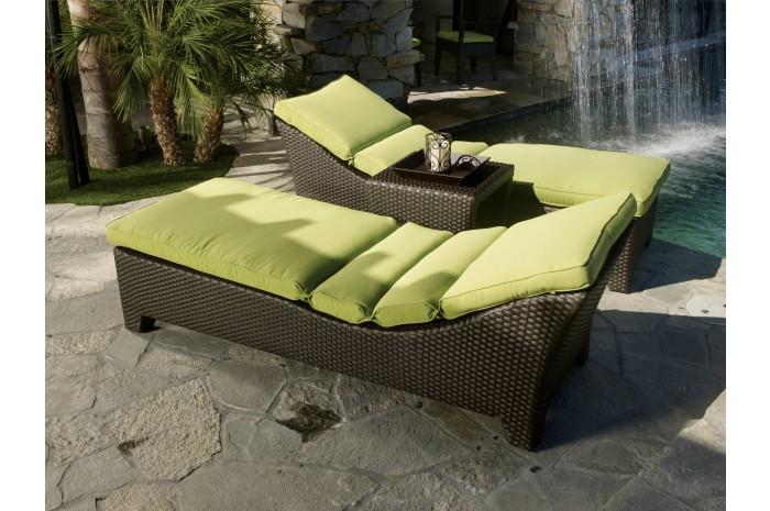 outdoor malibu chaise.jpg